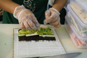 cerita ramadan di rantau: proses membuat sushi