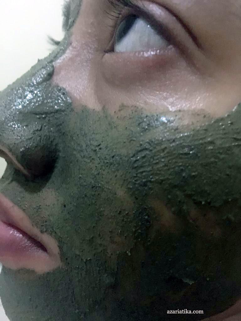 Saat menggunakan masker himalaya herbals purifying neem
