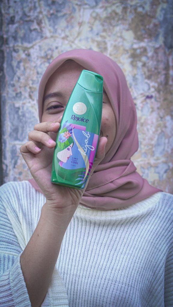 azariatika shampoo hijab rejoice 1 576x1024 - Review Shampoo Hijab Rejoice 3-in-1 Perfect Cool:  Rambut Segar Bebas Ketombe