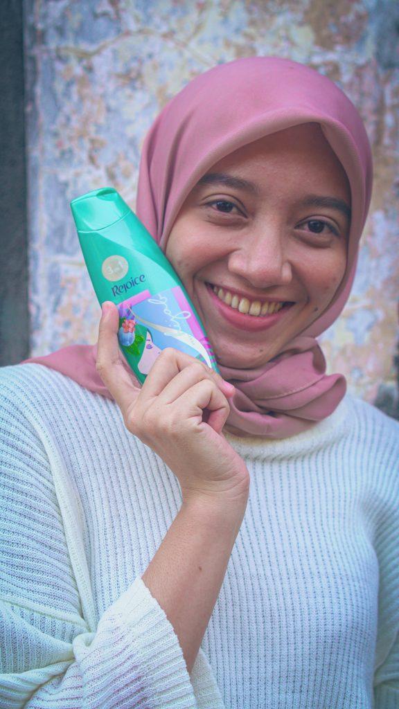 azariatika shampoo hijab rejoice 4 576x1024 - Review Shampoo Hijab Rejoice 3-in-1 Perfect Cool:  Rambut Segar Bebas Ketombe